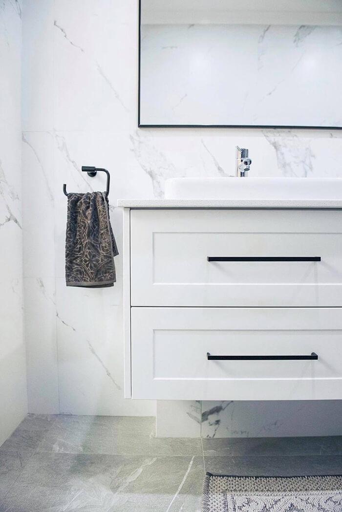 en suite drawers